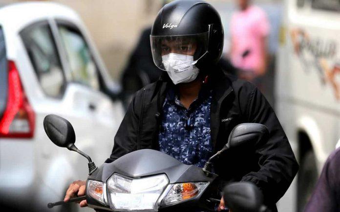 mascherina su moto e scooter