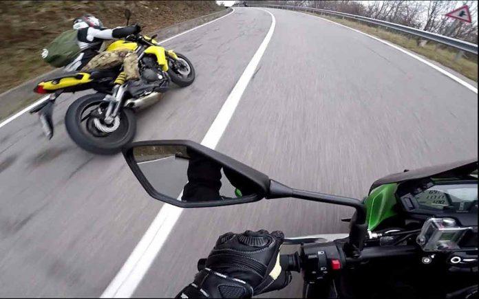 Sorpassare in moto