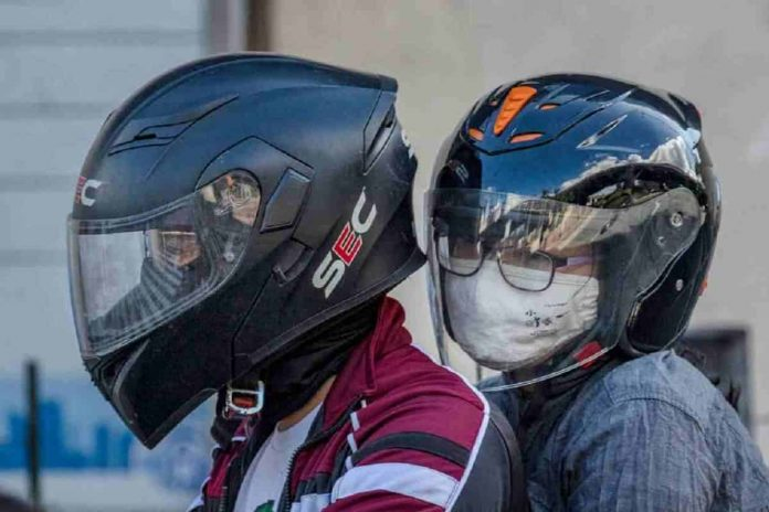 Mascherina obbligatoria in moto