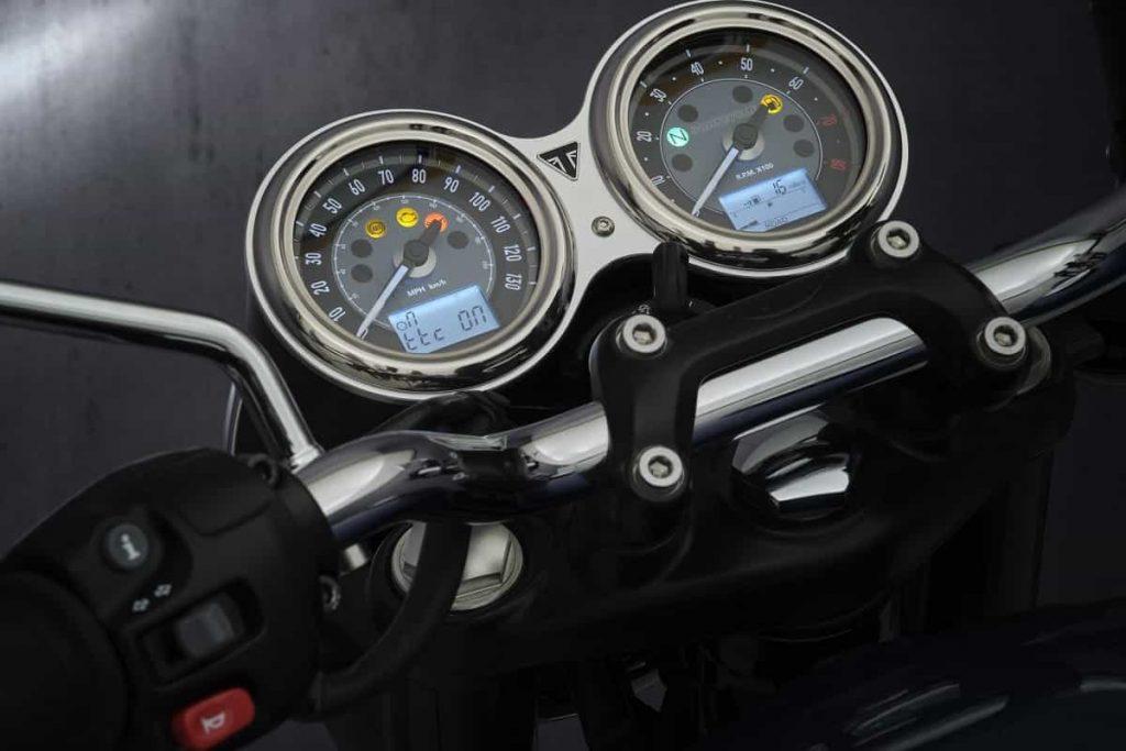Triumph Bonneville T100 2021 - Cockpit