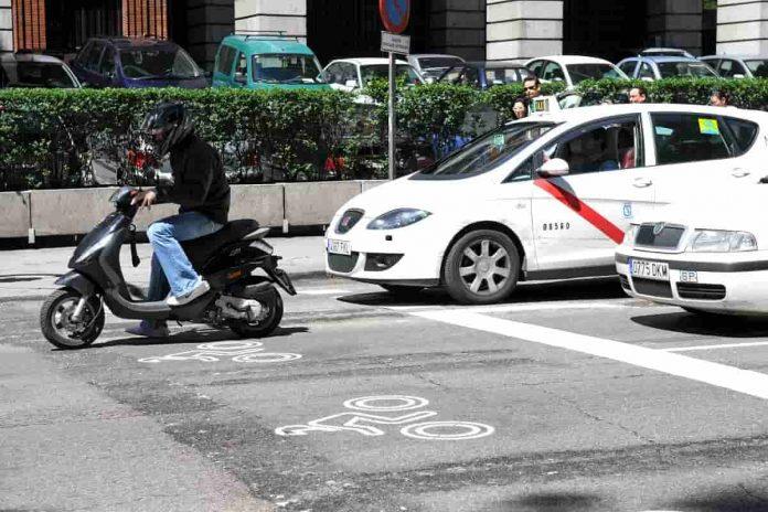 Semaforo moto scooter Madrid